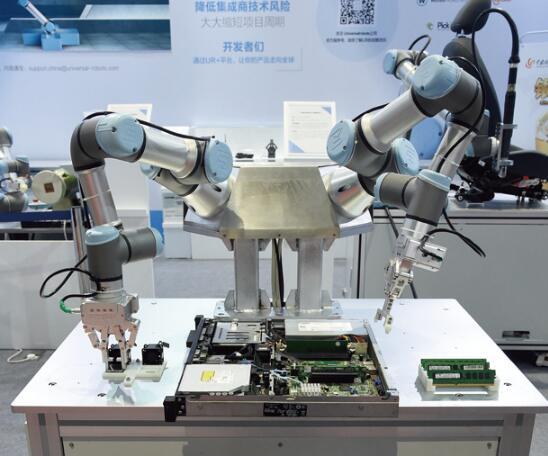 双臂UR 机器人服务器组装